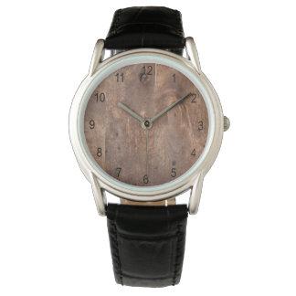 Tablero gastado del pino reloj de mano