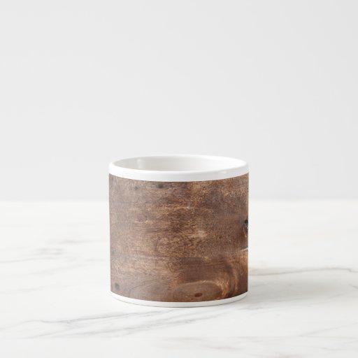 Tablero gastado del pino taza espresso