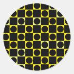 Tablero negro y amarillo pegatinas redondas