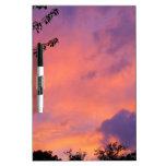 Tablero seco del borrado de la puesta del sol del  pizarra