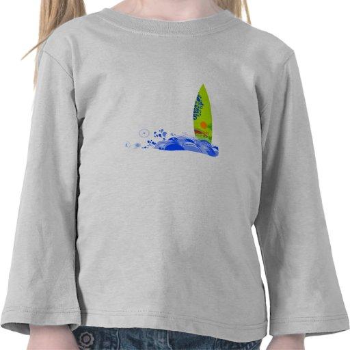 Tablero verde en las ondas camiseta