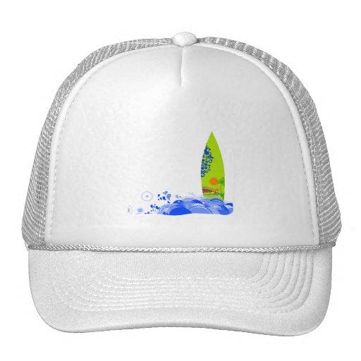 Tablero verde en las ondas gorras