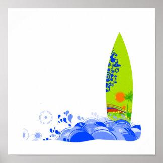 Tablero verde en las ondas póster