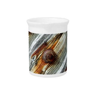 tableros de muelle grises oxidados jarron