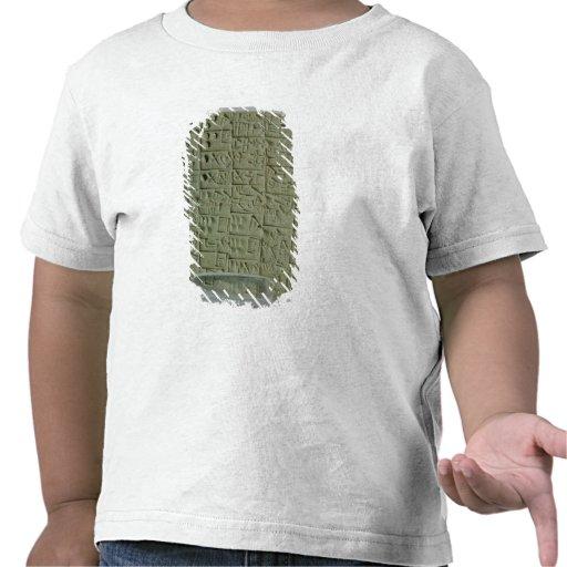 Tableta con la escritura cuneiforme camiseta