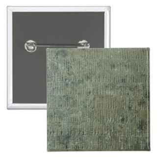 Tableta con la escritura cuneiforme pin cuadrado