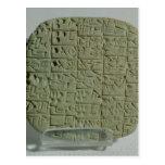 Tableta con la escritura cuneiforme tarjetas postales