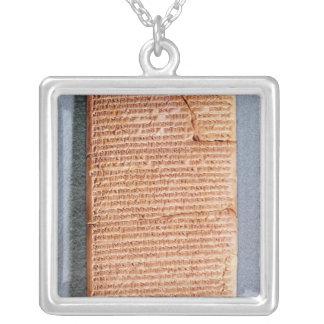 Tableta que relaciona los sacrificios del ritual colgante cuadrado