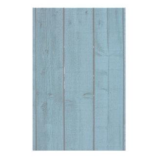 Tablones de madera pintados azul papeleria de diseño
