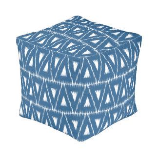 Taburete azul del modelo de los triángulos de Ikat Pouf Cuadrado