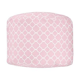 Taburete redondo rosado y blanco de Quatrefoil Puf Redondo