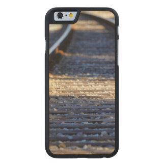Tachuelas del tren funda de iPhone 6 carved® slim de arce