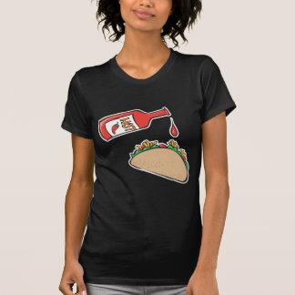 taco con la salsa caliente camiseta