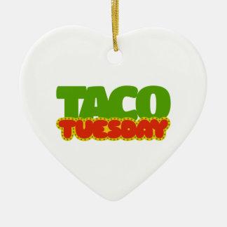 Taco martes adorno navideño de cerámica en forma de corazón