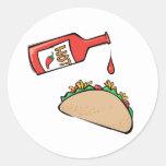 Taco y salsa caliente pegatinas redondas