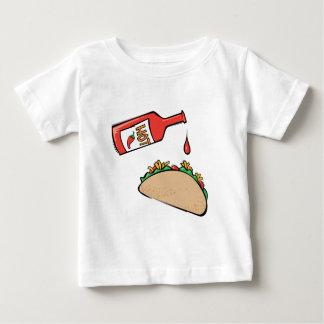 Taco y salsa caliente playera de bebé