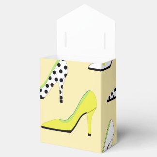 Tacones altos amarillos bonitos cajas para regalos de boda
