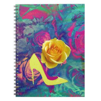 Tacones altos y flor libro de apuntes