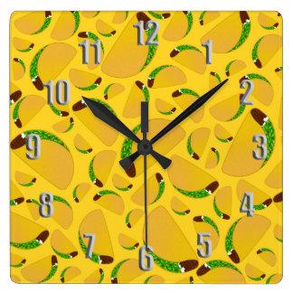 Tacos amarillo reloj cuadrado