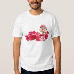 Taffyta que presenta con el coche camisas