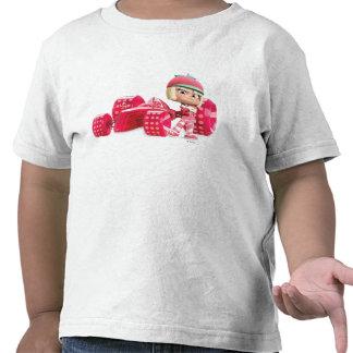 Taffyta que presenta con el coche camiseta