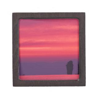 Tailandia, bahía de Phang Nga. Cielo rosado reflej Caja De Joyas De Calidad