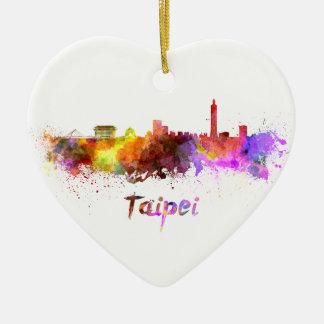 Taipei skyline in watercolor adorno navideño de cerámica en forma de corazón
