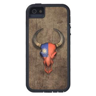 Taiwanese Flag Bull Skull on Wood Effect iPhone SE/5/5s Case