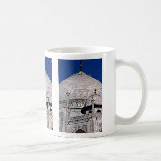 Taj Mahal, Agra, Rajasthan, India Mugs
