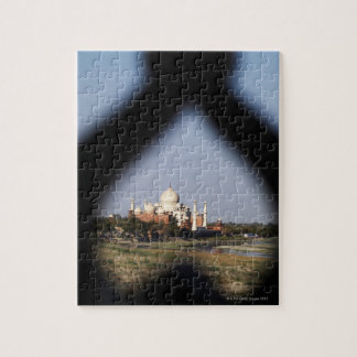 Taj Mahal building from a balcony with the form Jigsaw Puzzle