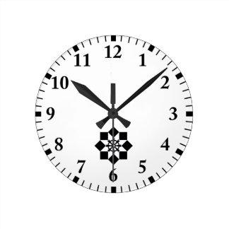 Takayanagi pinwheel round clock