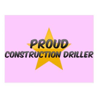 Taladradora orgullosa de la construcción postal