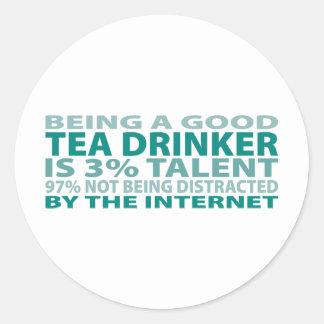 Talento del bebedor el 3% del té pegatina redonda