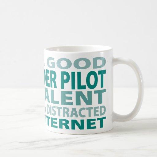 Talento del piloto de planeador de caída el 3% taza de café