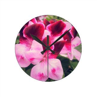 Talk macro Flower Round Clock