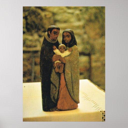 Talla de madera de la familia santa posters