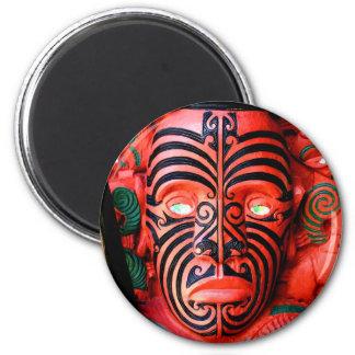 Talla de madera de un guerrero maorí, Nueva Zeland Imán Redondo 5 Cm