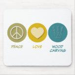 Talla de madera del amor de la paz tapetes de ratón