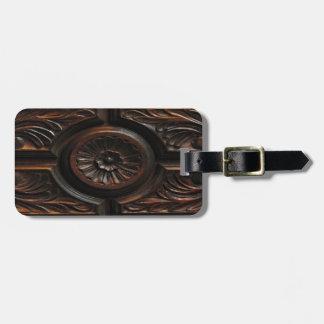 Talla de madera etiquetas maleta