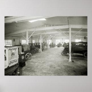 Taller de reparaciones del coche antiguo, los años impresiones
