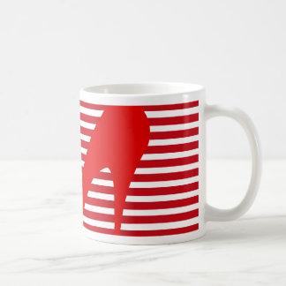 Talón en rayas rojas taza de café
