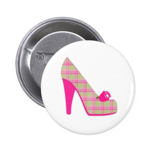 Talones rosados de la tela escocesa con el rosa pin redondo 5 cm
