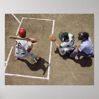 Talud del béisbol que aguarda la echada con el col póster