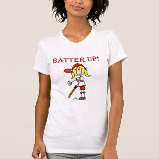 Talud del chica encima de las camisetas y de los r