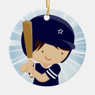 Talud del muchacho del béisbol en azul y blanco adorno navideño redondo de cerámica