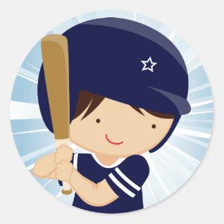 Talud del muchacho del béisbol en azul y blanco etiqueta redonda