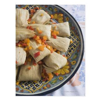 Tamales en la placa decorativa postales