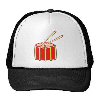Tambor amarillo y rojo colorido con los palillos gorras