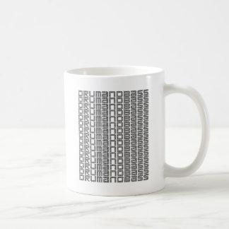 Tambor y bajo taza de café