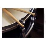 tambor y palillos del tambor tarjeta de felicitación